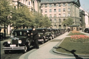 Wartende Taxis vor dem Hotel Kaiserhof in Berlin 1938, ein frühes Dia auf Agfacolor Neu Film.